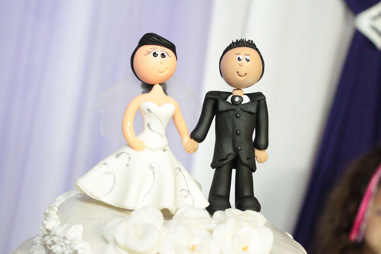 wedding-cake-toppers-115556_1280